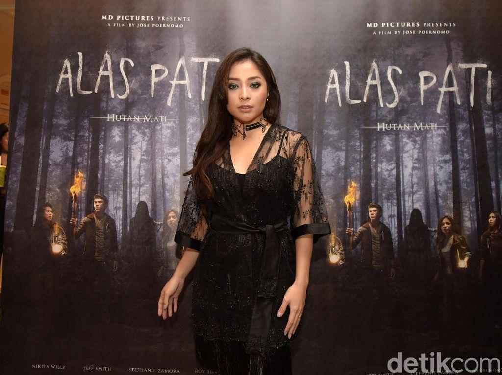Tanpa Pemeran Pengganti, Sutradara Eksplore Akting Nikita Willy di Alas Pati