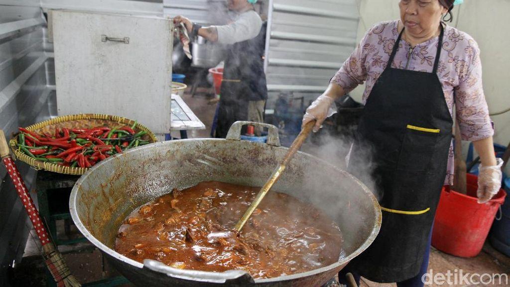 Melihat Dapur Umum Istiqlal yang Siapkan 1000 Makanan untuk Berbuka