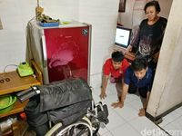 Semangat Janda Penjual Risoles Rawat Dua Anak Lumpuh Sendirian