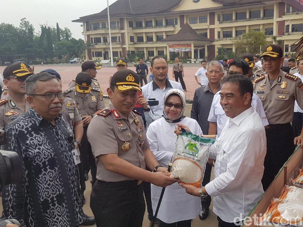 70 Ton Beras Disebar ke 12 Titik Operasi Pasar di Banten