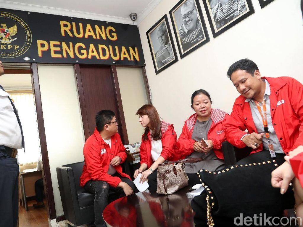 Foto: Tsamara Amany Laporkan Ketua Bawaslu ke DKPP