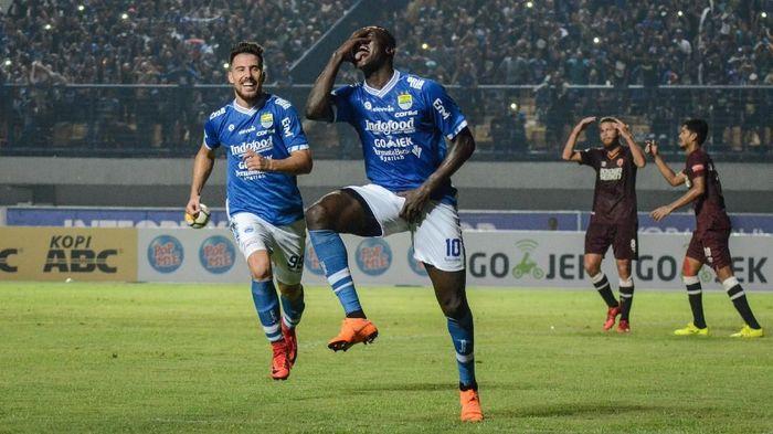 Ezechiel NDouassel dan Jonathan Bauman jadi andalan Persib Bandung di lini depan (Foto: Raisan Al Farisi/Antara Foto)