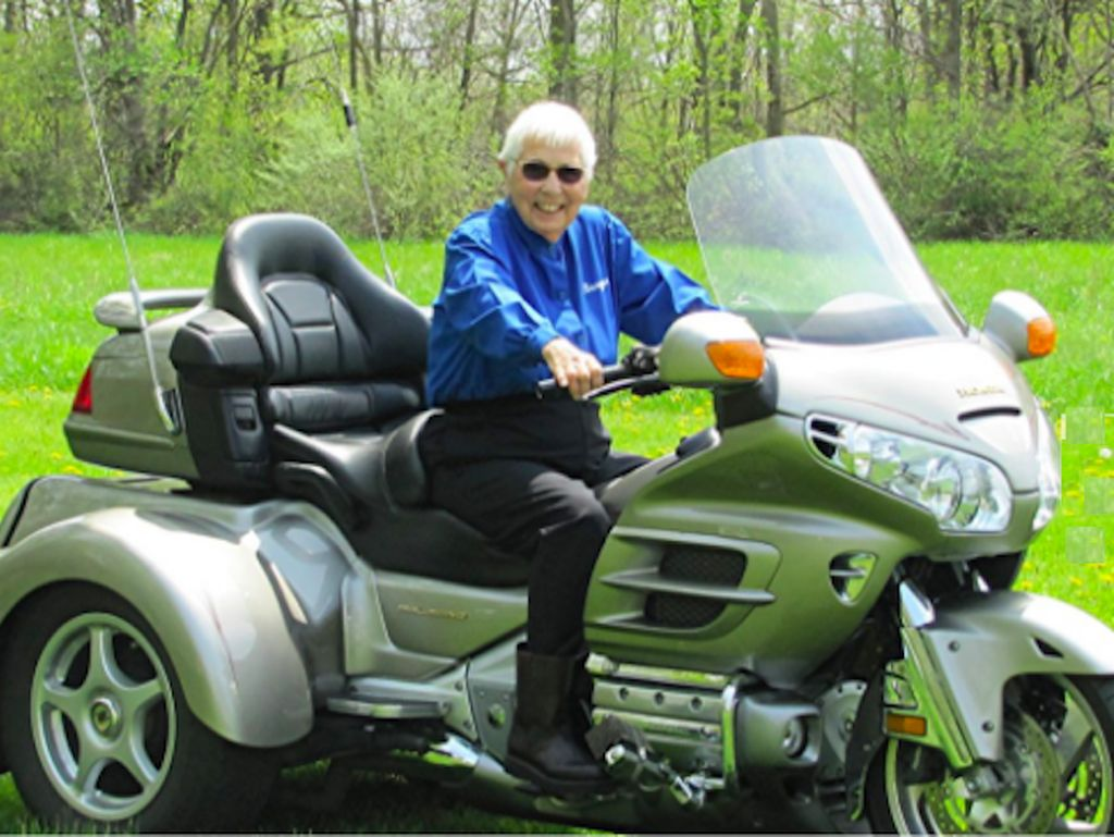 Nenek Usia 91 Tahun Touring Naik Honda Gold Wing