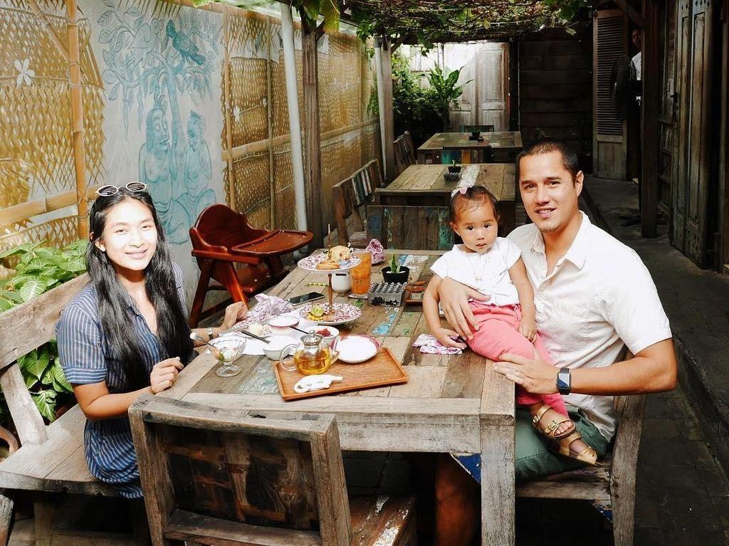 Gaya Makan Suami Happy Salma hingga Makanan yang Bikin Pangeran George Tersenyum