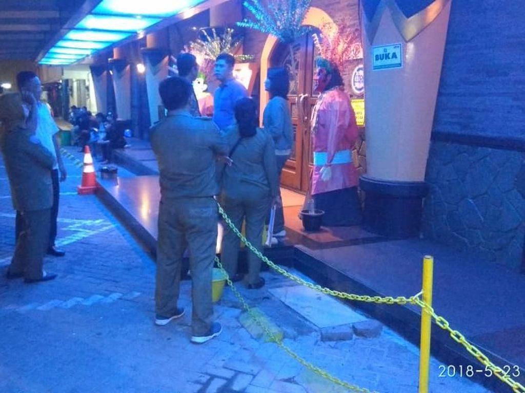 Pemkot Jakut Tutup Paksa 2 Klub Malam yang Beroperasi di Ramadan