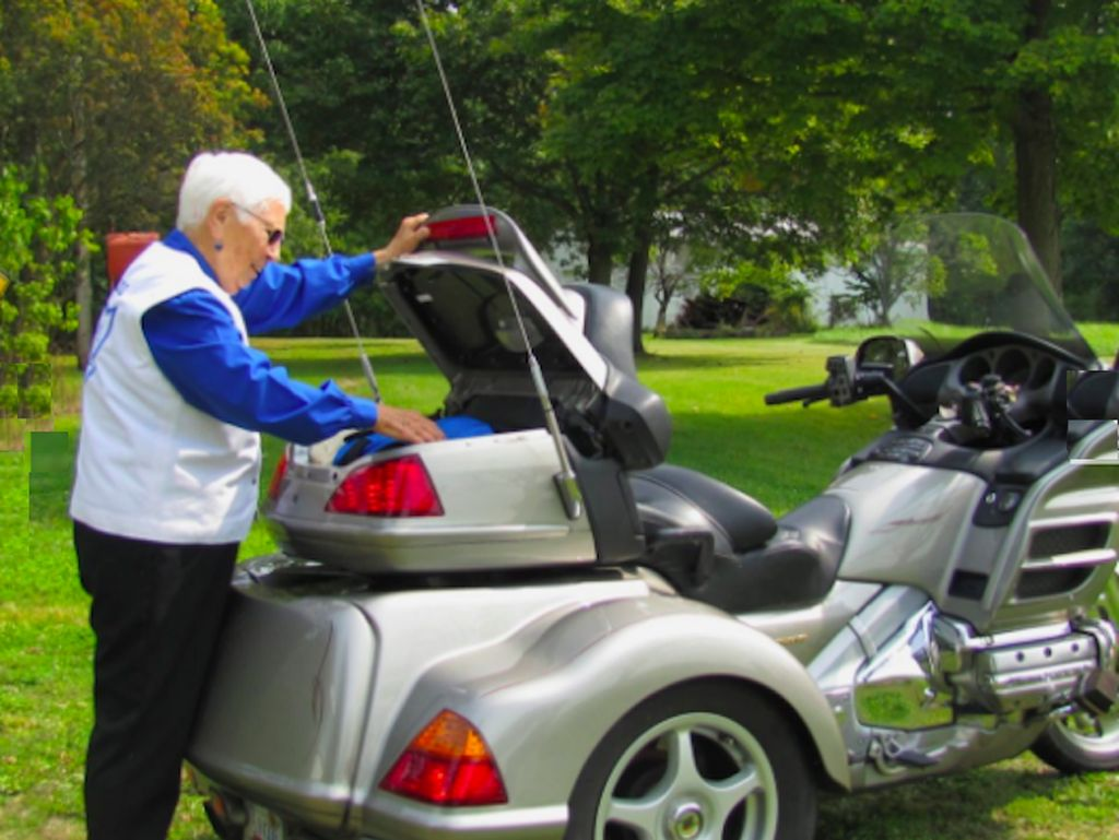 Hobi Tak Kenal Umur, Nenek 91 Tahun Touring Naik Honda Gold Wing