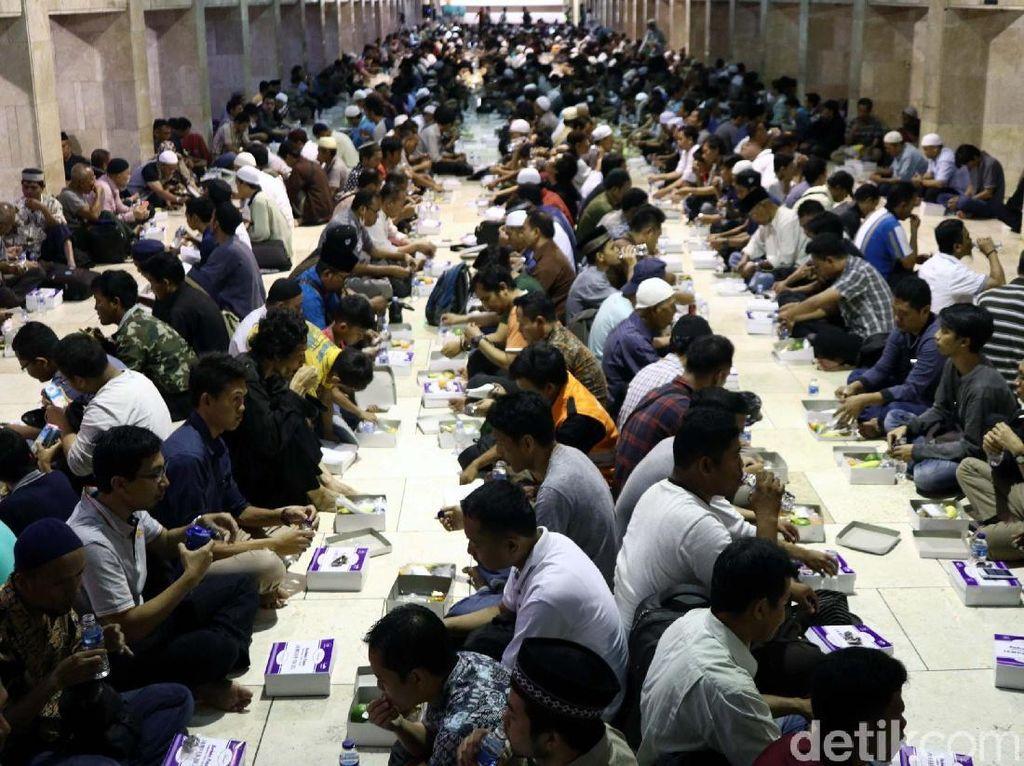 Nikmatnya Buka Puasa Bersama di Masjid Istiqlal