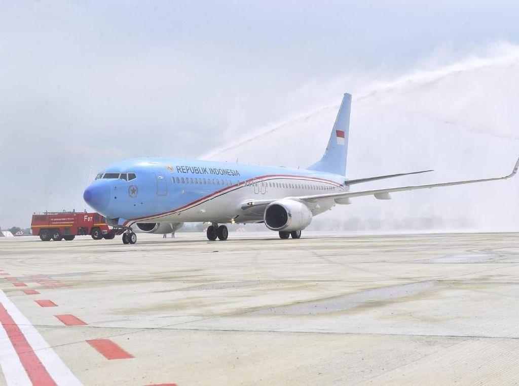 Penampakan Pesawat Jokowi yang Kena Siram di Bandara Kertajati