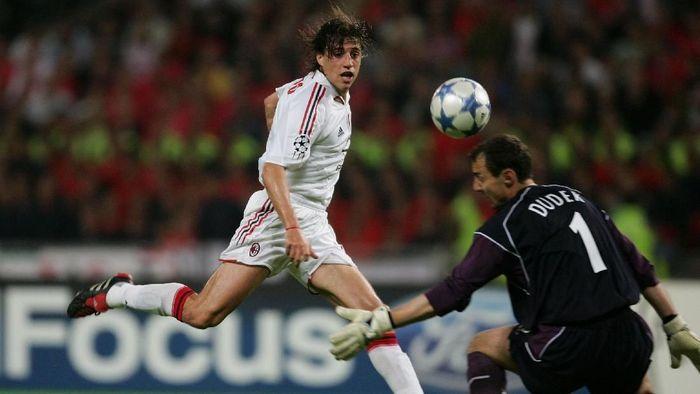 Hernan Crespo mencetak dua gol untuk AC Milan saat melawan Liverpool di final Liga Champions 2005. Dua gol itu tak bisa membawa Rossoneri juara karena kalah adu penalti dari The Reds. (Foto: Alex Livesey/Getty Images)