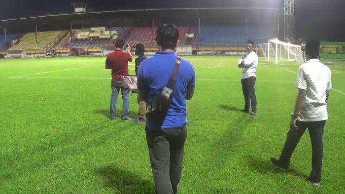 Verifikasi di Stadion Andi Mattalata, markas PSM Makassar (Foto: Reinhard Soplantila)
