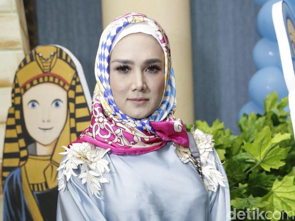 Hijrah, Mulan Jameela Jualan Baju Muslim