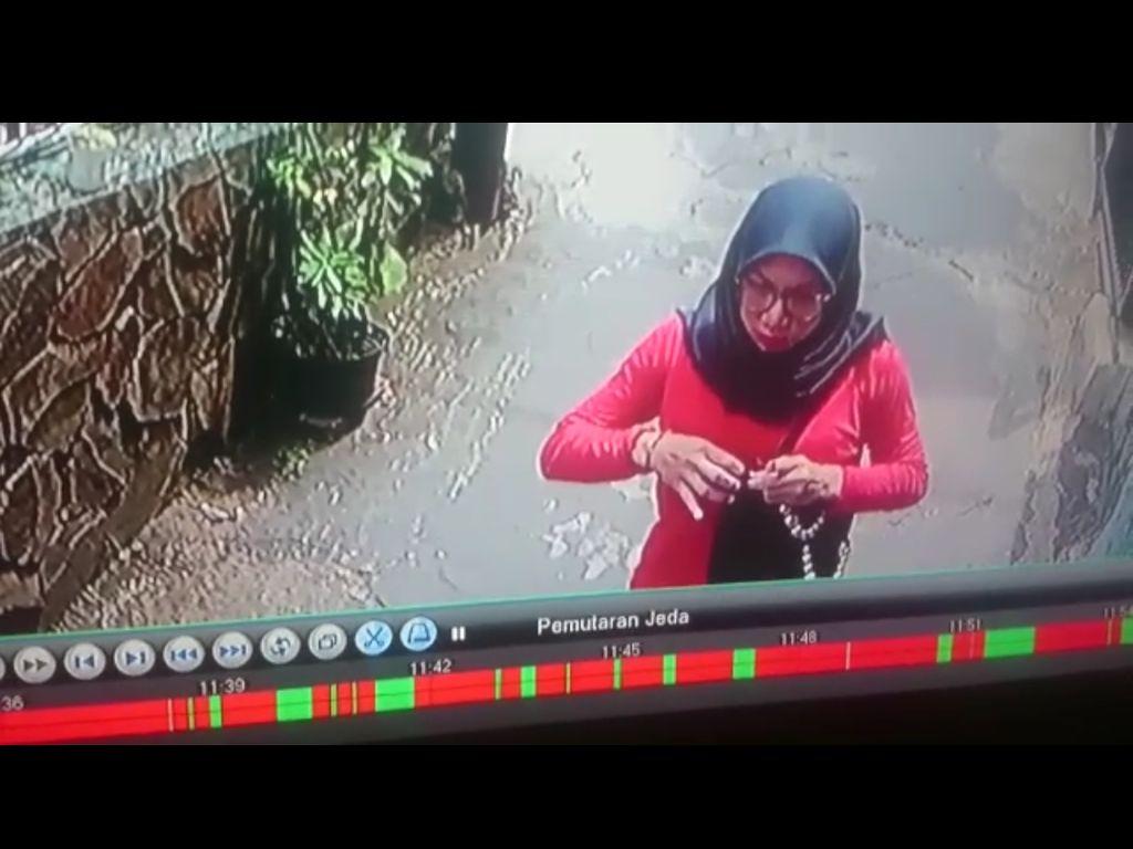 Momen Lelaki Cantik Bobol Indekos yang Terekam CCTV