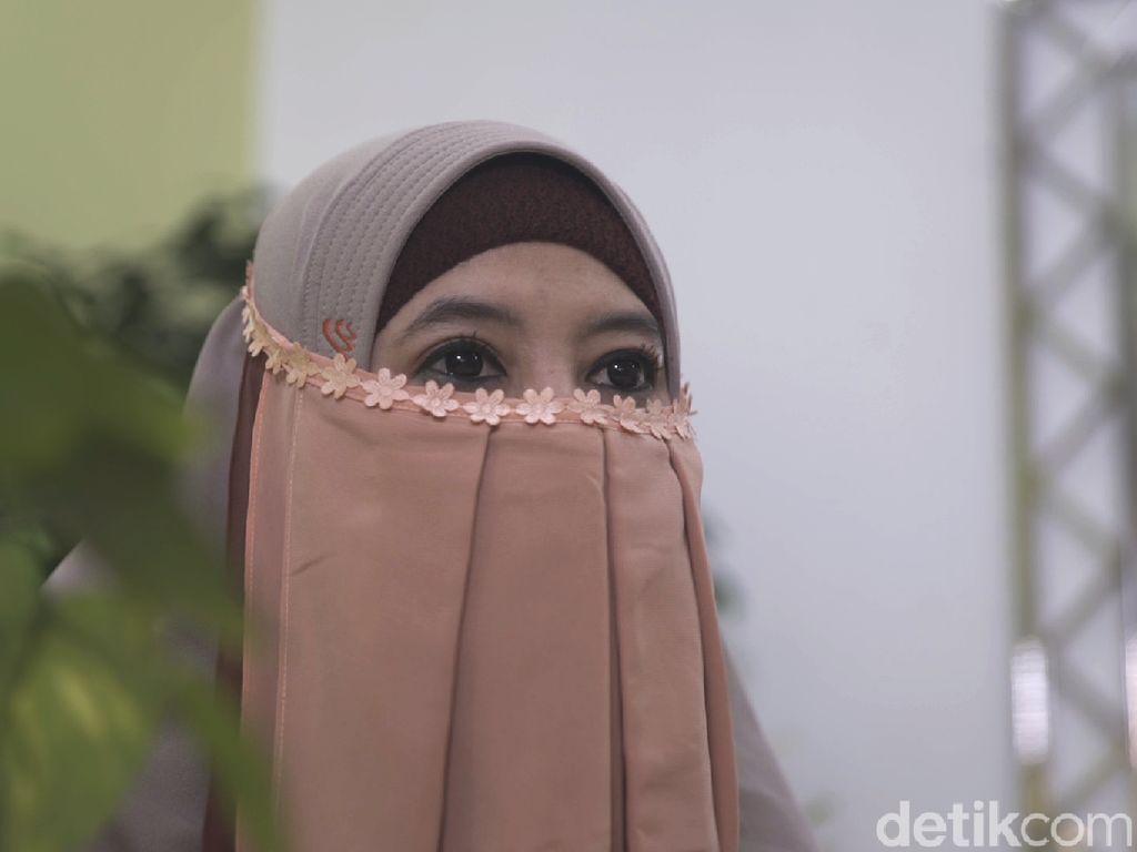 Penampilan Baru Peggy Melati Sukma, Kenakan Niqab