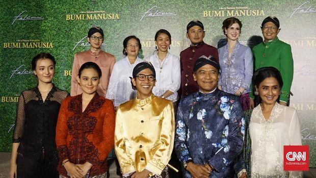 Para pemeran film 'Bumi Manusia'.