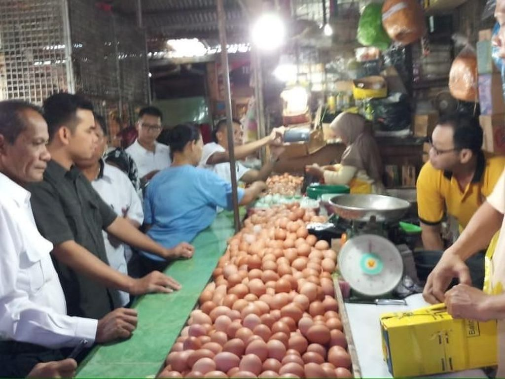 Harga Pangan di Pasar Tradisional Palembang Turun