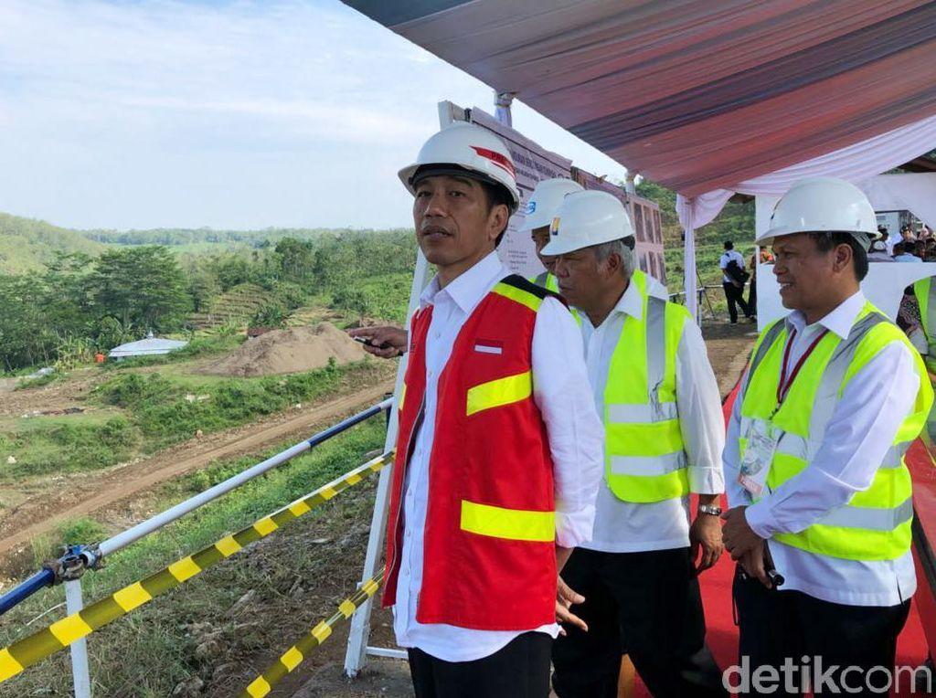 Jokowi Bagikan 7.000 Sertifikat Tanah ke Warga Kuningan