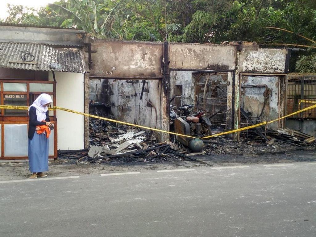 Bengkel Motor di Jaksel Terbakar, Diduga dari Puntung Rokok