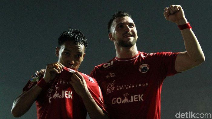 Dua pencetak gol Persija Jakarta ke gawang Persipura Jayapura, Marko Simic dan Novri Setiawan. (Foto: Rifkianto Nugroho)