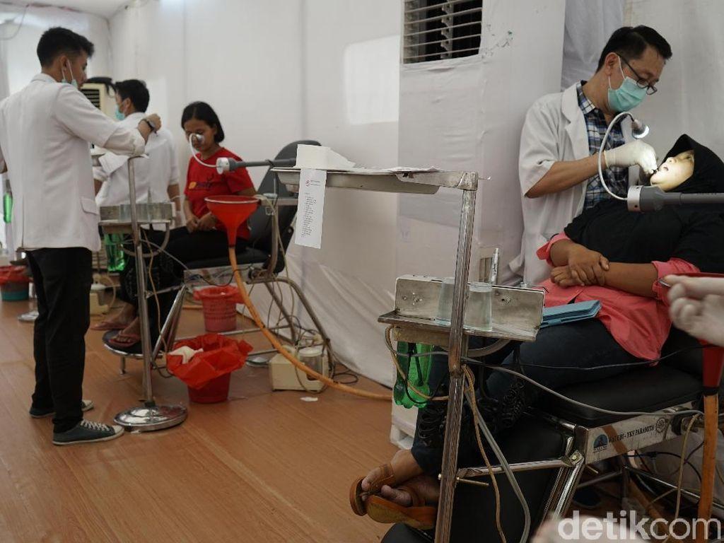 Sambut Waisak, 180 Dokter Aksi Pengobatan Gratis di Borobudur