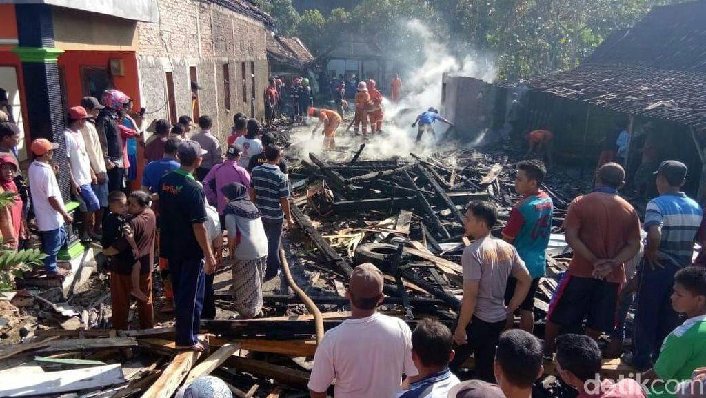 Diduga karena Lupa Matikan Kompor, 5 Rumah di Blora Terbakar
