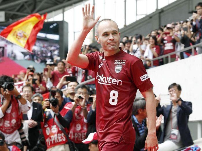 Andres Iniesta saat pertama diperkenalkan sebagai pemain Vissel Kobe (Kyodo/via REUTERS)