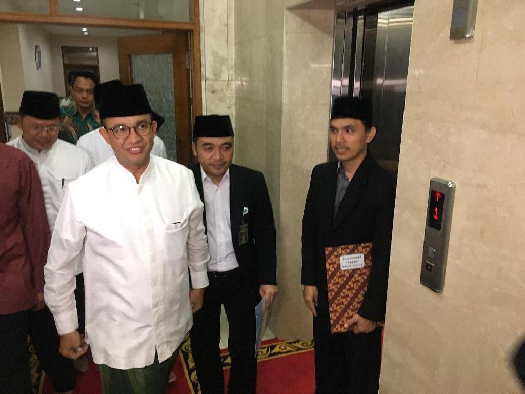 Didampingi Istri, Anies Hadiri Tarawih Akbar di Istiqlal