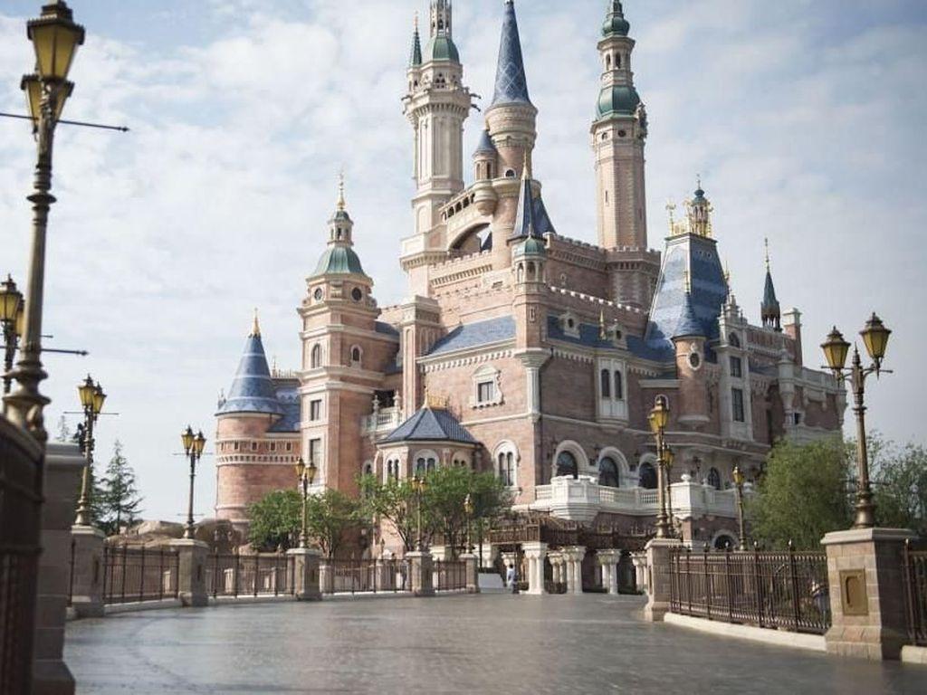 Disneyland Shanghai Dibuka Lagi Setelah 3 Bulan Tutup