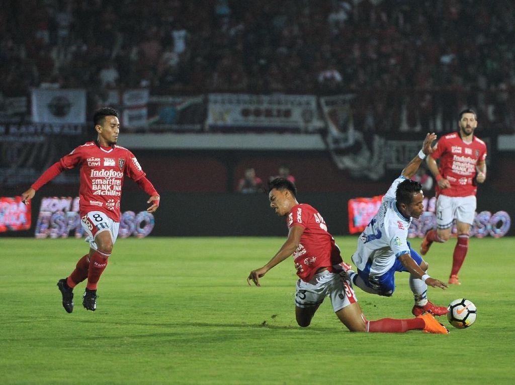 Persib Berimbang dengan Bali United, Sriwijaya FC Kalah dari Perseru