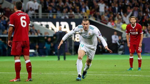 Gareth Bale merayakan gol pertama ke gawang Liverpool.