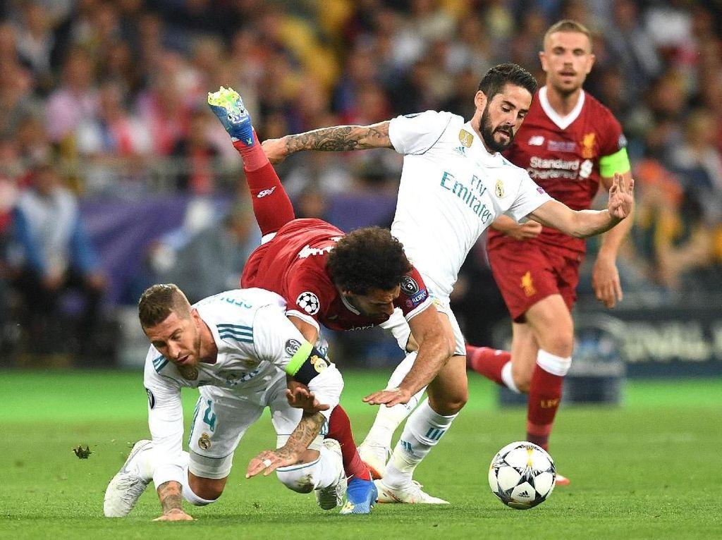 Apa yang Sergio Ramos Lakukan pada Mohamed Salah Itu... Jahat?