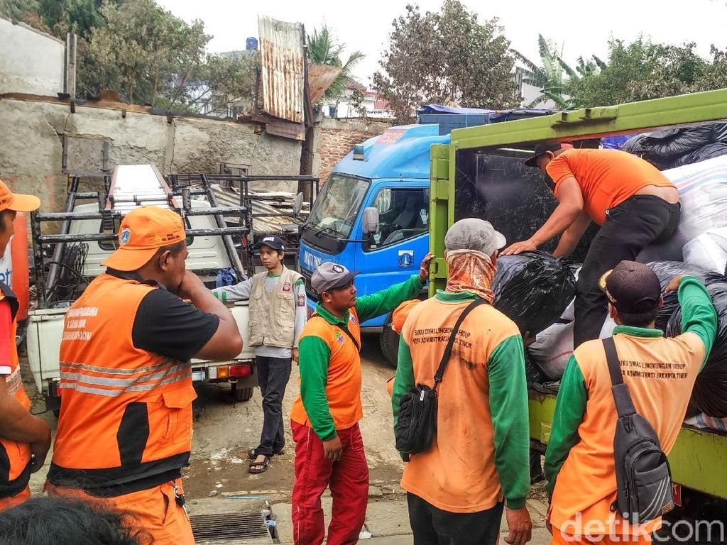 Bantuan untuk Korban Kebakaran di Bidara Cina Terus Berdatangan