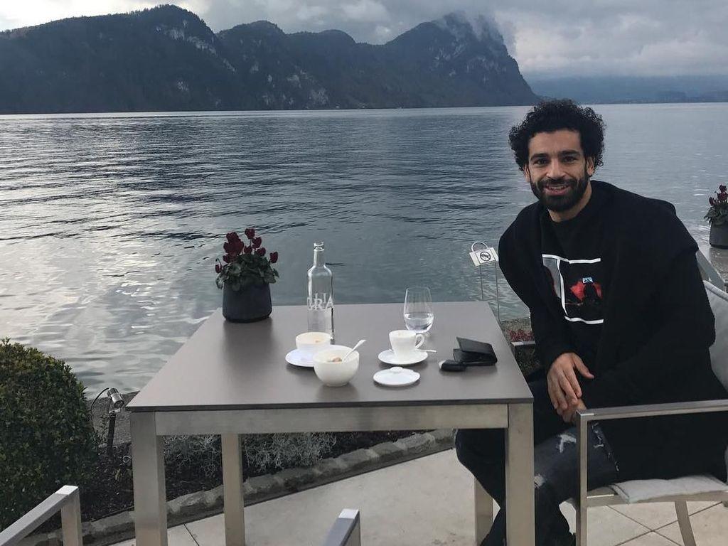 Cedera di Final Liga Champions, Ini 10 Gaya Mohamed Salah Saat Nikmati Makanan