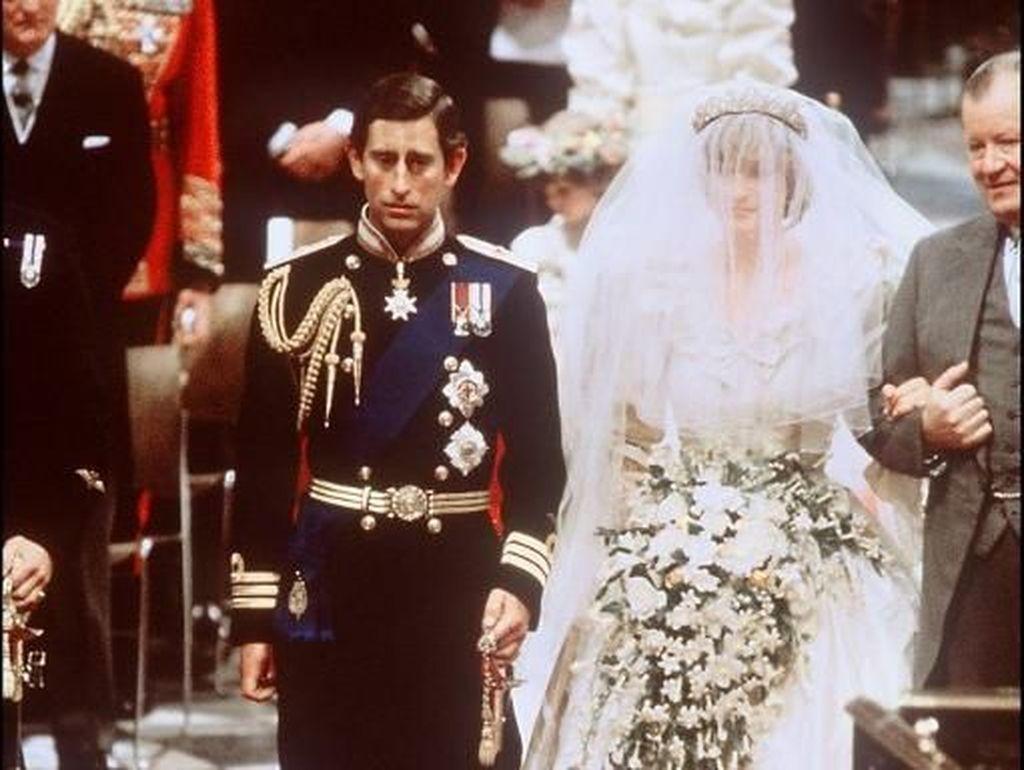 8 Gaya Putri Diana Saat Menikah, Gaunnya Lebih Megah dari Meghan Markle