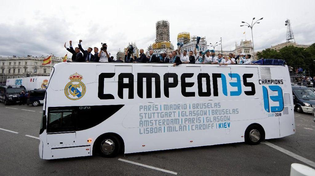 Rayakan Gelar Juara, Real Madrid Arak Trofi Liga Champions Keliling Kota