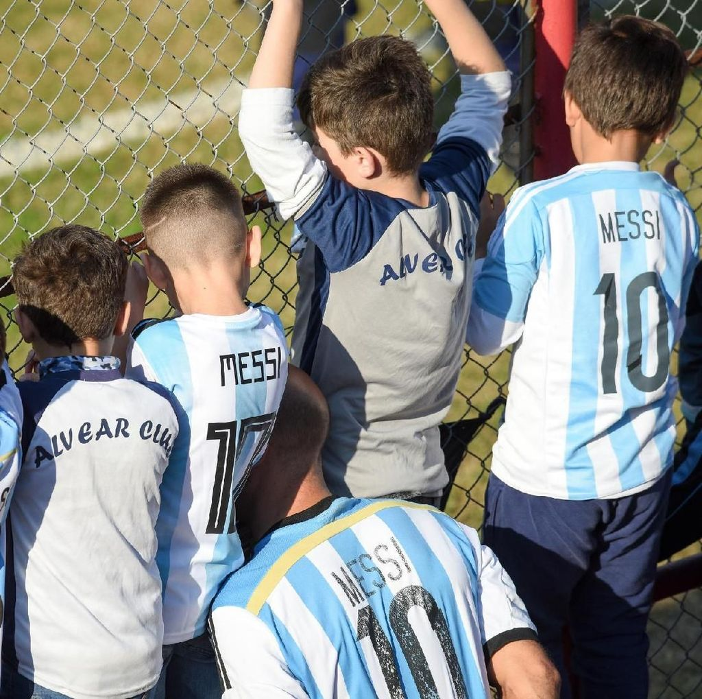 Ramai-ramai Menonton Latihan Messi dkk