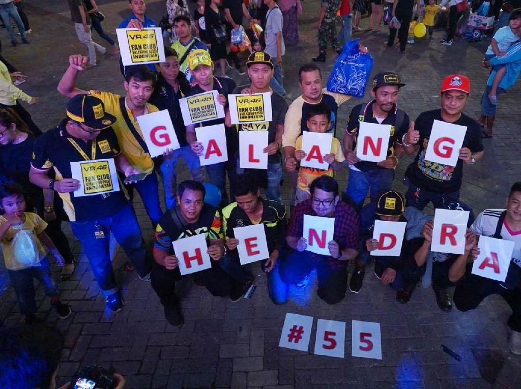 Ramai-ramai Dukung Aksi Pebalap Galang di Inggris