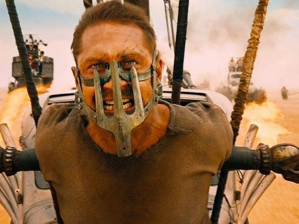 Banyak Keganjilan, 10 Film Hollywood Ini Konon Dikutuk