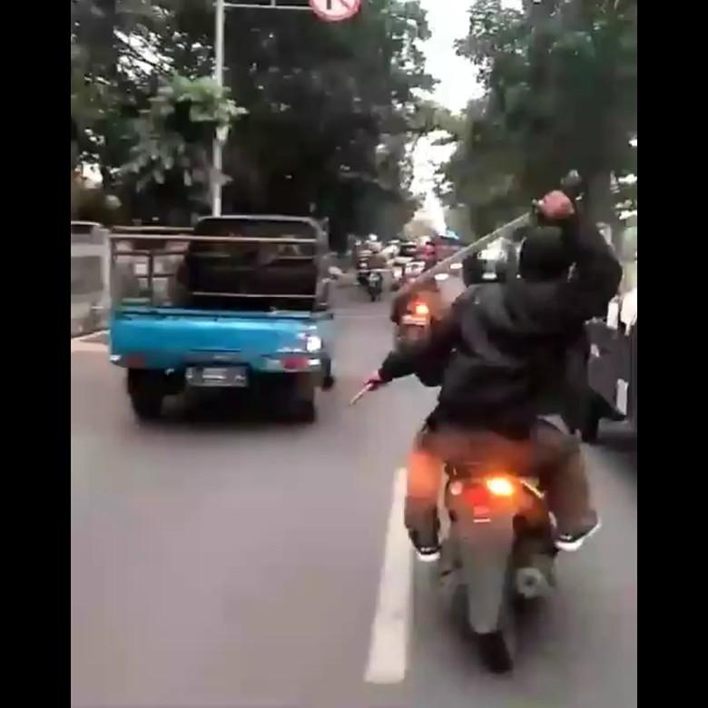 XTC Bandung Buka Suara Soal Pemuda Acungkan Golok