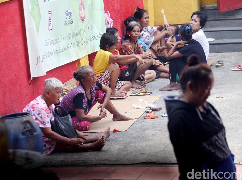 Pengemis Menyemut di Wihara Dharma Bhakti