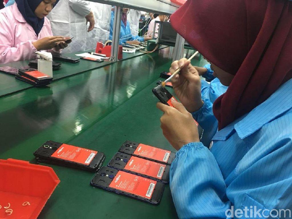 Berkunjung ke Pabrik Advan, Ponsel Made in Semarang