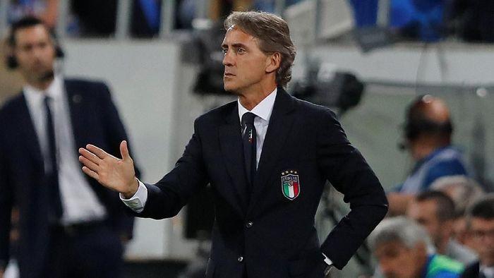 Tangan dingin Roberto Mancini mampu membangkitkan Italia dari keterpurukan (Foto: Arnd Wiegmann/Reuters)