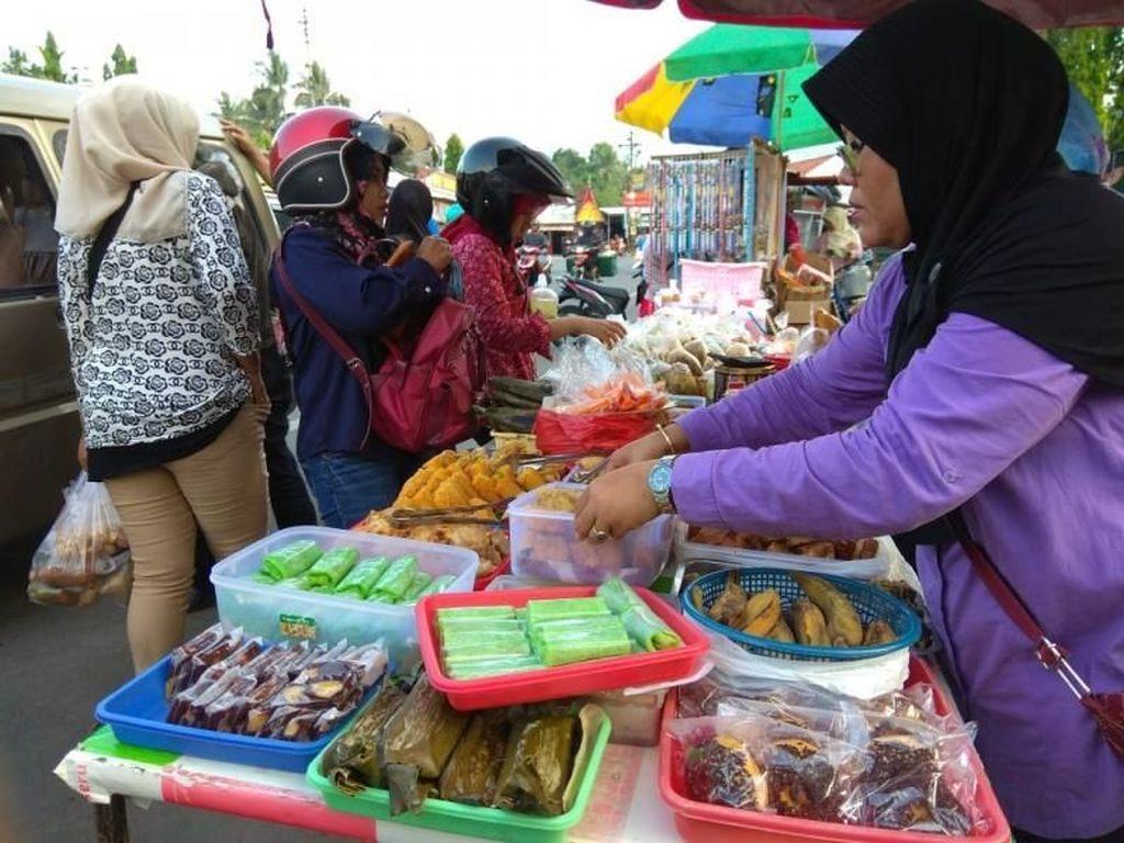 Berburu Takjil di Candi Borobudur