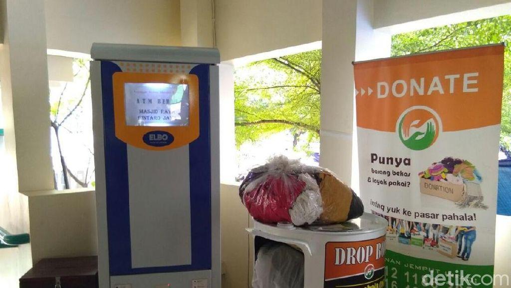 Ini Bentuk ATM yang Keluarkan Beras di Masjid Raya Bintaro