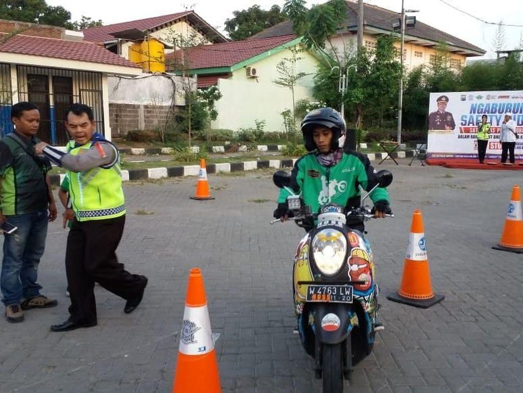 Saat Driver Ojek Online Diajak Ngabuburit Safety Riding