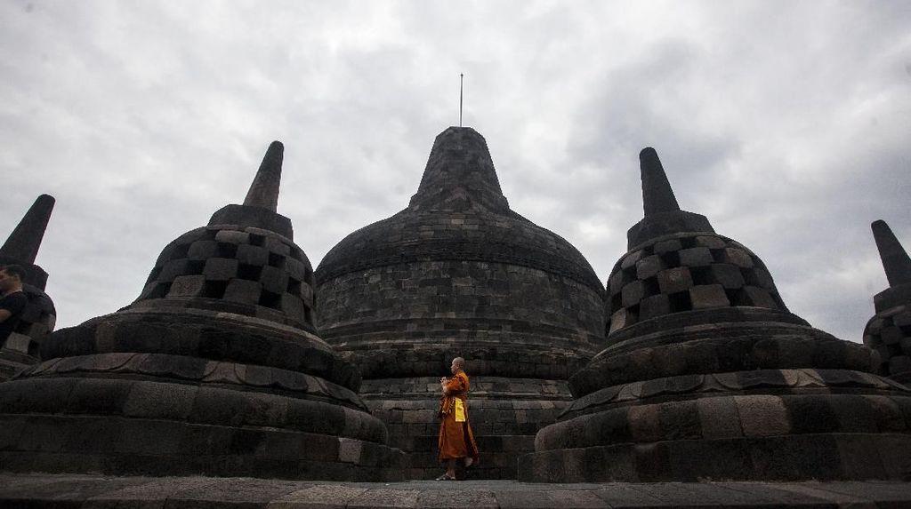 Melihat Ritual Waisak di Candi Borobudur