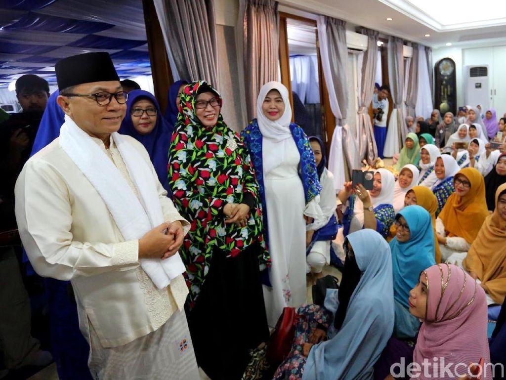 Zulkifli Hasan Bukber dengan Organisasi Islam Wanita Indonesia