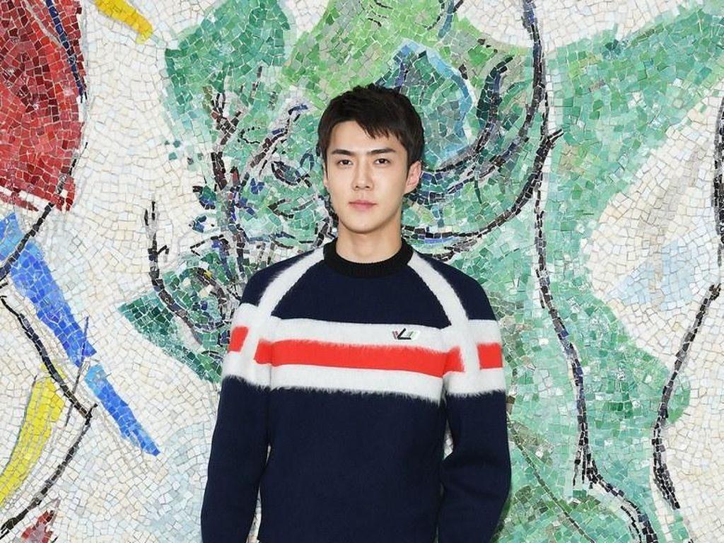 Vogue Sebut Sehun EXO Pria Paling Stylish di Fashion Show Louis Vuitton