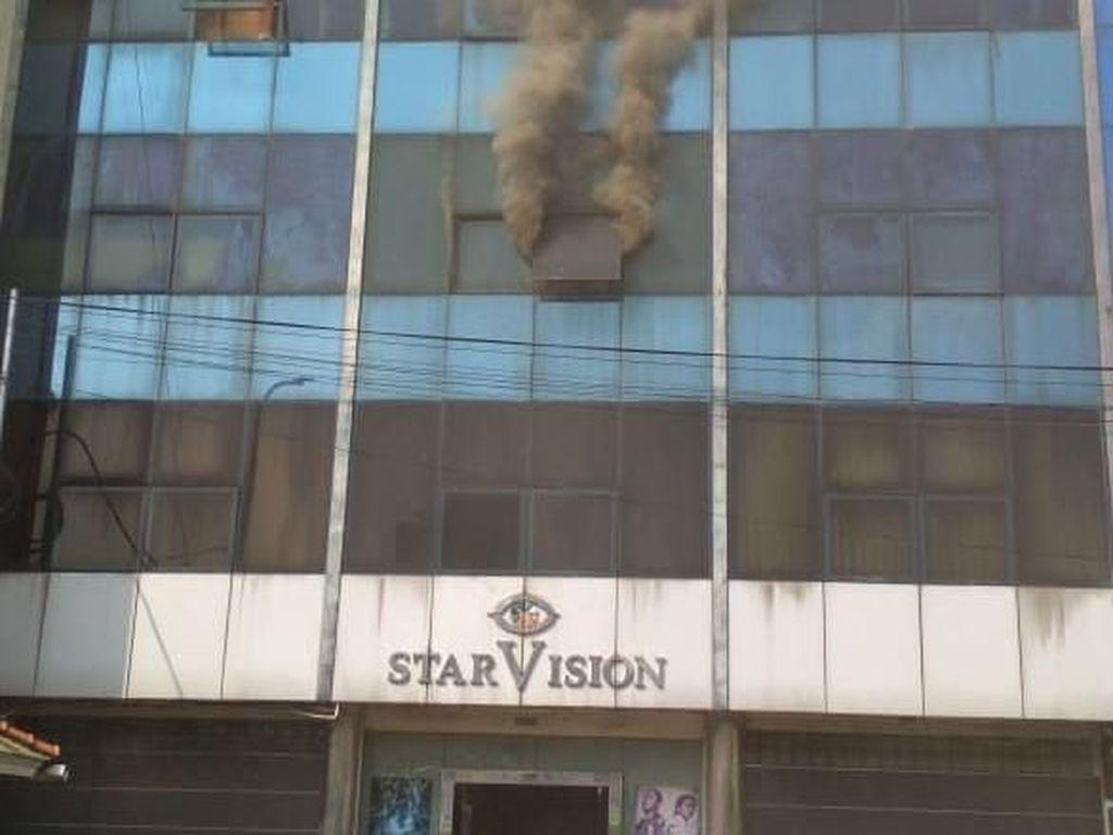 Gedung StarVision Terbakar, 15 Mobil Damkar Dikerahkan