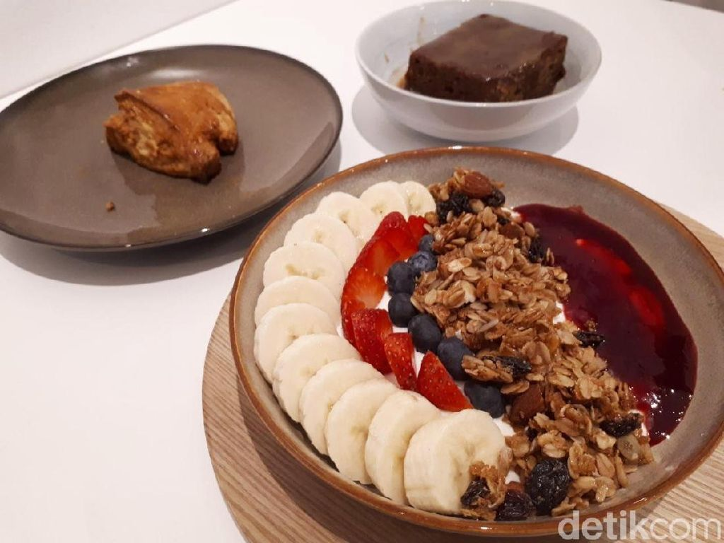 All Things Delicious: Menikmati Smoothies Bowl Segar Buatan Kafe Halal Singapura