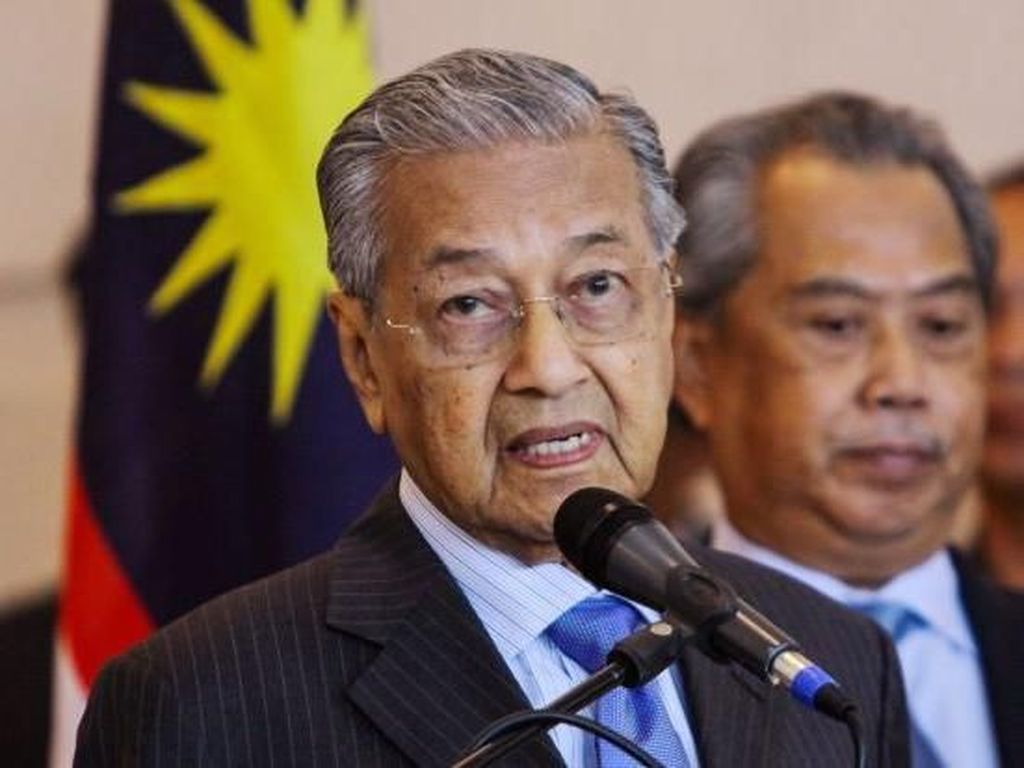 Mahathir: Para Menteri Tak Bisa Lagi Terima Hadiah, Kecuali Bunga